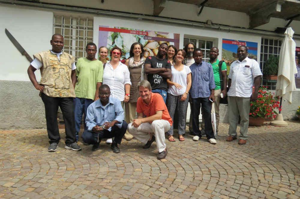 15 migranti dal Burkina Faso, Slow Food e i compagni di strada di Fondazioni for Africa. Una giornata di formazione