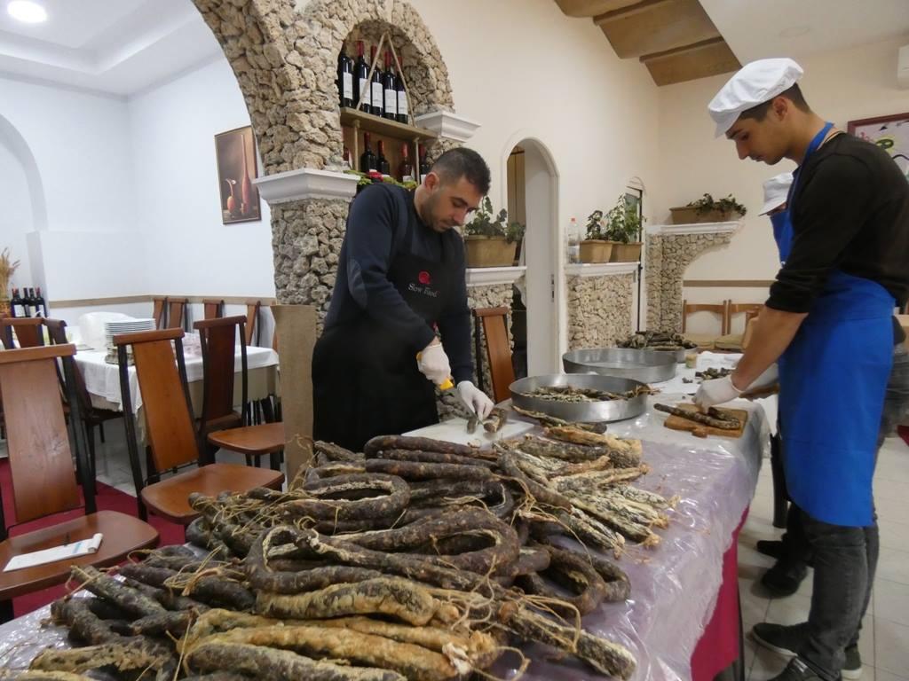 slow-food-permet-albania-summer-day-dita-e-veres-chopping-sausages