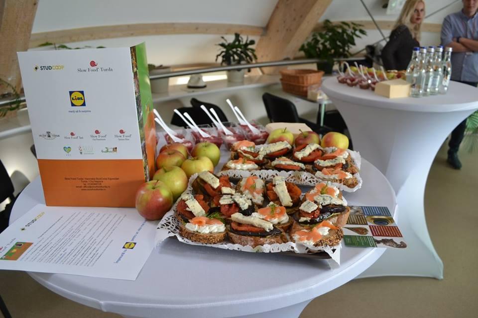 edukitchen-project-romania-slow-food-turda-food-table