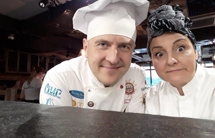 Tiziana Favi dell'Alleanza Slow Food dei Cuochi a Minsk: cuoca, donna, italiana